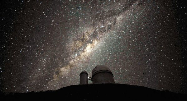 Lg 800px the galactic centre and bulge above the eso 3.6 metre telescope
